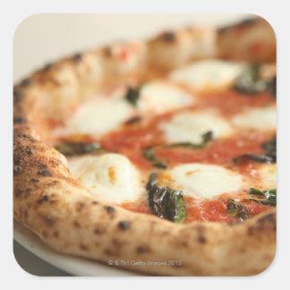 Plan rapproché d'un tarte de pizza entier sticker carré