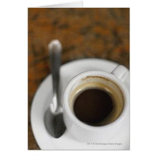 Plan rapproché d'une tasse de café 2 carte de vœux