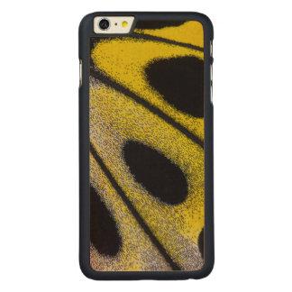 Plan rapproché tropical jaune de papillon coque en érable iPhone 6 plus