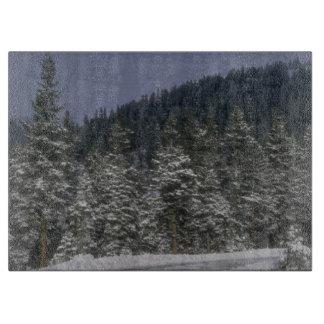 Planche à découper de forêt d hiver