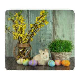 Planche À Découper Scène de lapin et d'oeufs de Pâques