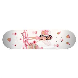 Planche à roulettes blanche féerique de magasin de plateaux de skate