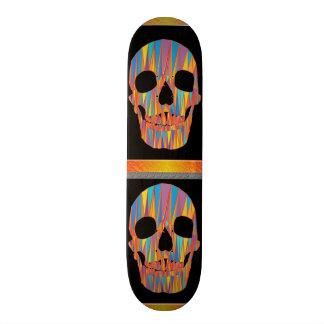 Planche à roulettes colorée de crâne skateboard