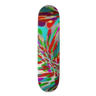 planche à roulettes colorée et argentée plateaux de skate