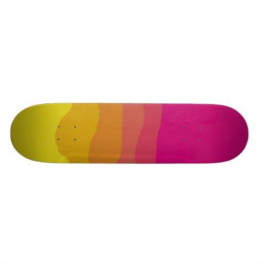 Planche à roulettes d'arc-en-ciel planche à roulette