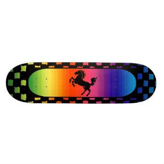 Planche à roulettes de cheval d'arc-en-ciel skateboard
