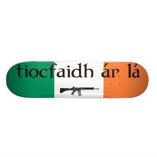 planche à roulettes de La de l'AR de tiocfaidh Skateboards Customisés