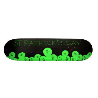 Planche à roulettes du jour de St Patrick Plateau De Skateboard