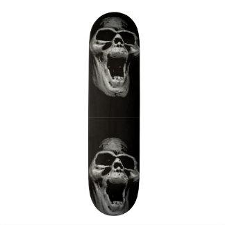 Planche à roulettes effrayante de crâne plateaux de planche à roulettes