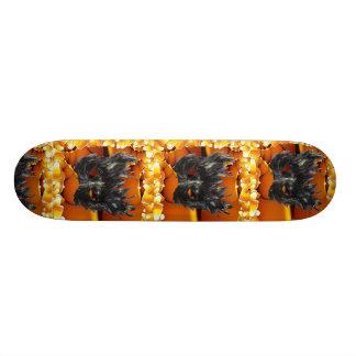 Planche à roulettes gothique de masque de plateaux de skateboards customisés