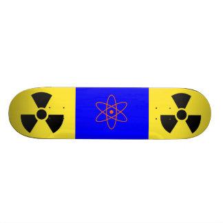 Planche à roulettes radioactive de signe plateau de skateboard