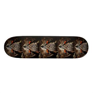 Planches À Roulettes Customisées planche à roulettes rouge de hibou de borwn d'oeil