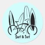 Planches de surf et vélo sticker rond