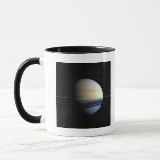 Planète de Saturn dans le système solaire, plan Mug