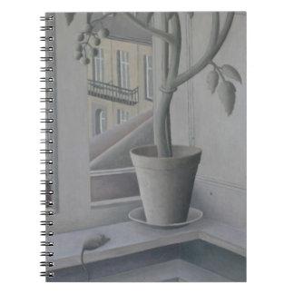 Plante en huile de fenêtre sur le panneau carnet à spirale