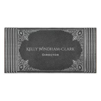 Plaque De Porte Ornamental d'argent sur le cuir noir avec