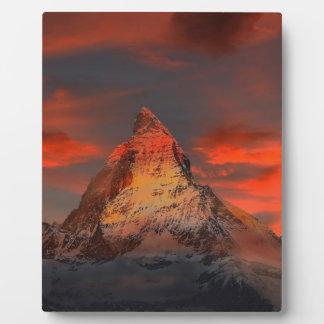 Plaque Photo Brown et montagne de blanc gris sous le ciel