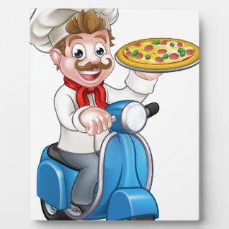 Plaque Photo Chef de pizza de bande dessinée sur le scooter de