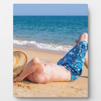 Plaque Photo Jeune prendre un bain de soleil de touristes sur