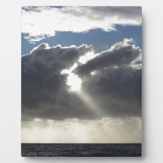 Plaque Photo Le ciel avec les cumulonimbus et le soleil de