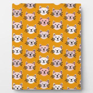 Plaque Photo Motif mignon de chat dans la moutarde jaune