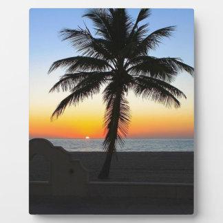 Plaque Photo Plage de sable de ciel de palmier d'aube d'aube de
