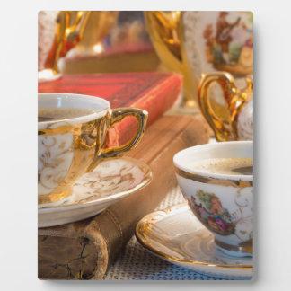 Plaque Photo Rétros tasses de café de porcelaine avec le café