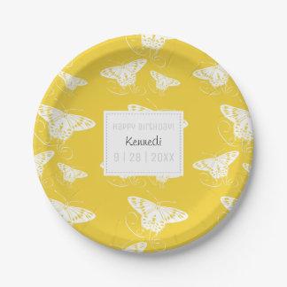 Plat mignon de livre blanc jaune et avec des assiettes en papier