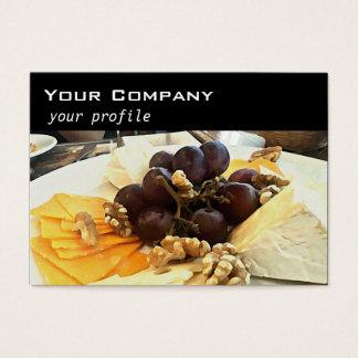 plateau de fromage avec des raisins cartes de visite