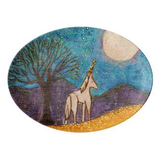 Plateau De Service En Porcelaine Licorne regardant fixement la lune