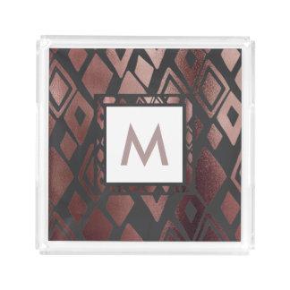 Plateau rose de motif et de monogramme de diamant