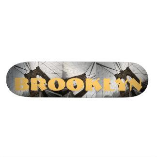 Plateaux De Skateboards La planche à roulettes de Brooklyn pont les toiles