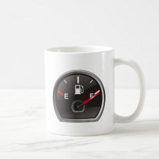 Plein réservoir de gaz tasses à café