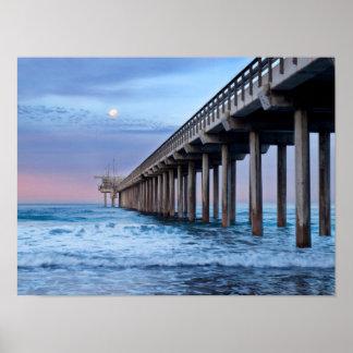 Pleine lune au-dessus de pilier, la Californie Poster