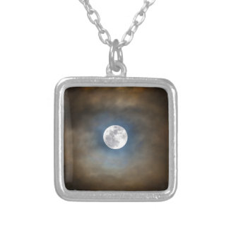 Pleine lune dans les nuages pendentif carré