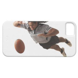Plongée masculine de joueur de rugby pour la boule coque iPhone 5