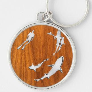 Plongeur argenté avec des requins sur le style de porte-clé rond argenté