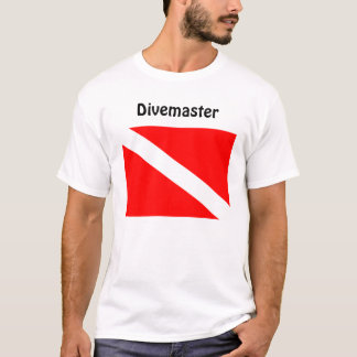 Plongeur de Divemaster au-dessous de T-shirt de