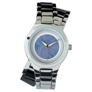 Plume bleue avec la montre blanche de compliment