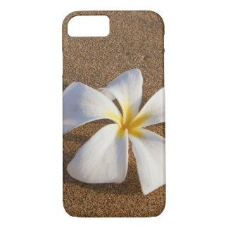 Plumeria sur la plage sablonneuse, Maui, Hawaï, Coque iPhone 8/7