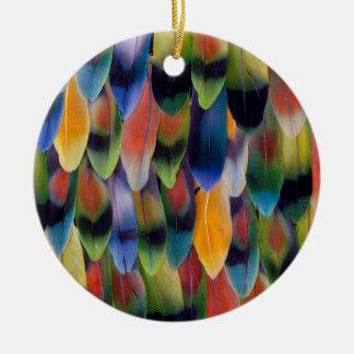 Plumes colorées de perroquet de perruche ornement rond en céramique