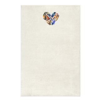 Plumes dans une conception d'aquarelle de forme de papier à lettre
