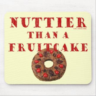 Plus à noix qu'un gâteau de fruits secs tapis de souris