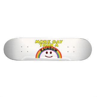 Plus gai qu'un arc-en-ciel skateboard  20 cm