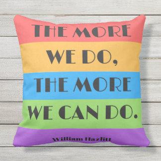 Plus nous faisons plus que nous pouvons faire le coussin décoratif