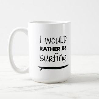 Plutôt surfe la tasse de café