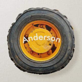 pneu crevé jaune-orange de voiture ancienne coussins ronds