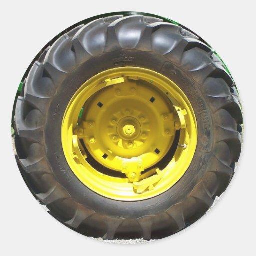 pneu jaune et vert de tracteur adhésifs ronds