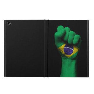 Poing serré augmenté avec le drapeau brésilien