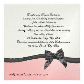 Point de polka rose de première communion avec l'a invitations